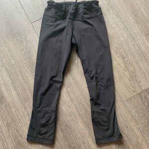 Lululemon black leggings tights capris size 6
